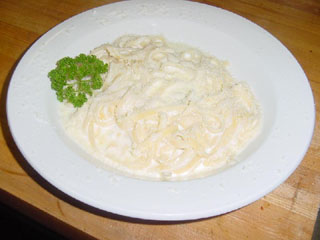 Homemade alfredo sauce for pizza